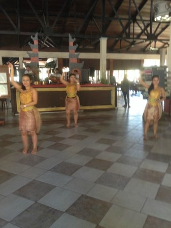 Nirwana Gardens - Nirwana Resort Hotel: Welcome dancers