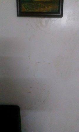 Samudra Residency: Dirty walls