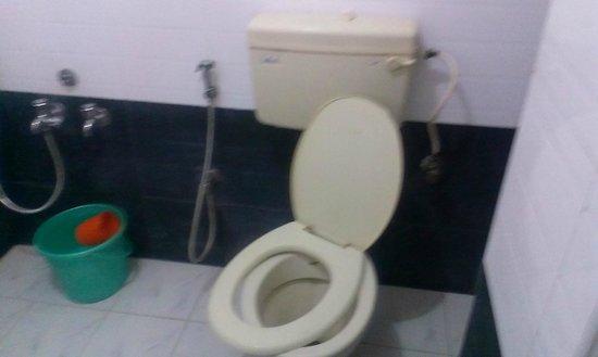 Samudra Residency: Broken toilets