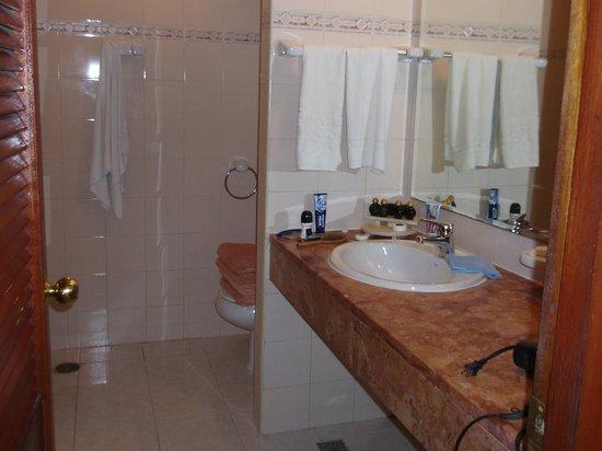 Hotel Roc Arenas Doradas: Bathroom.