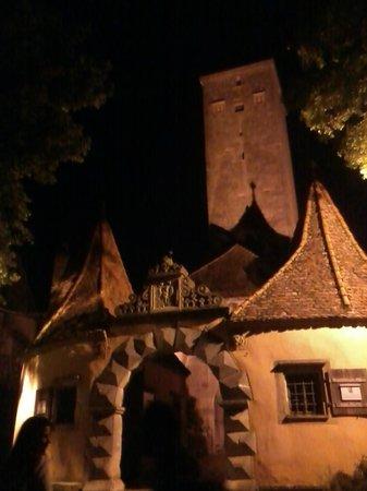 Altstadt: La porte sud de la ville flanquée de la tour