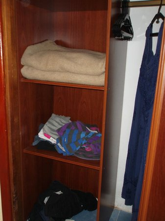Hotel Roc Arenas Doradas: Closet.
