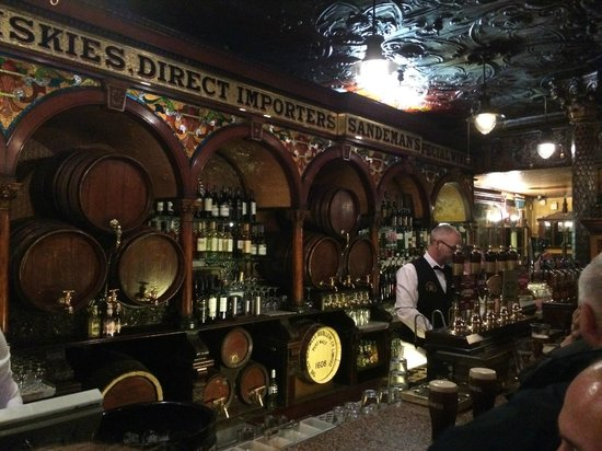 The Crown Liquor Saloon : The interior of the bar