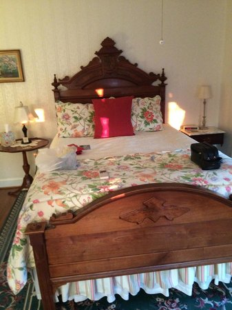Brickhouse Inn Bed & Breakfast : Queen sized bed