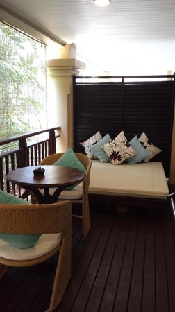 Burasari Resort: Daybed on the balcony