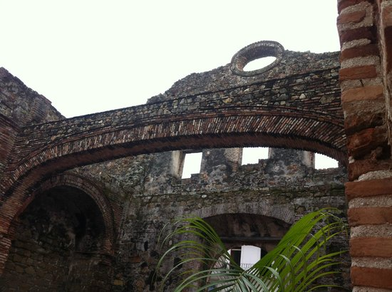 Barefoot Panama: Loved the history and architecture of the city tour.