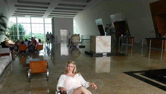 Grand Sirenis Riviera Maya Resort & Spa: una de las entradas a la reception
