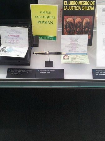 Newseum: Murdered Irish journalist Veronica Guerin's pen