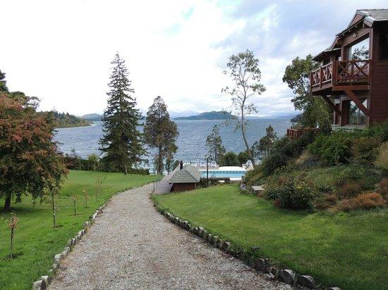 Charming - Luxury Lodge & Private Spa: Um dos caminhos para a piscina e playa Bonita.