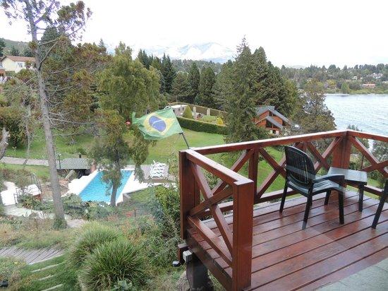 Charming - Luxury Lodge & Private Spa: Cada chalé recebe a bandeira do país dos respectivos hóspedes. Diferencial, muito simpático...