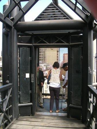Colline Santa Lucia de Santiago : Elevator from the road to the top