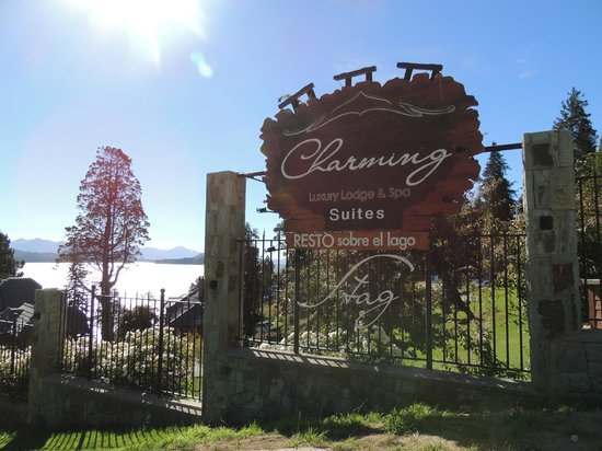 Charming Luxury Lodge & Private Spa : Vista da entrada.