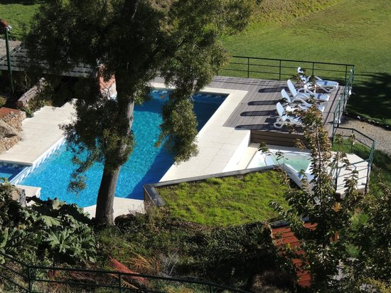Charming - Luxury Lodge & Private Spa : Vista da piscina, aquecida.