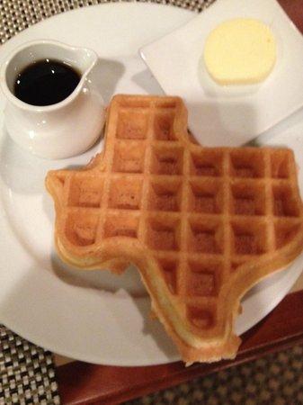 Houston Marriott West Loop by the Galleria: breakfast waffle