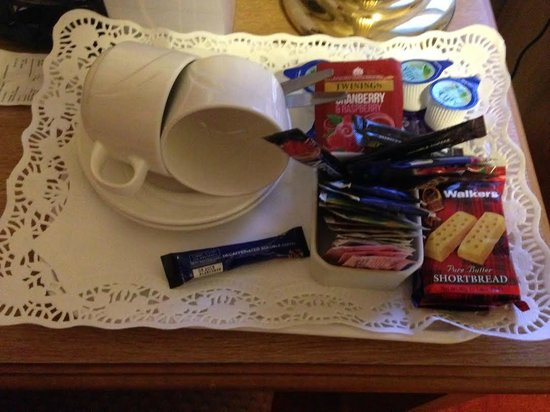 Onich Hotel : Only one packet of shortbread... come on!