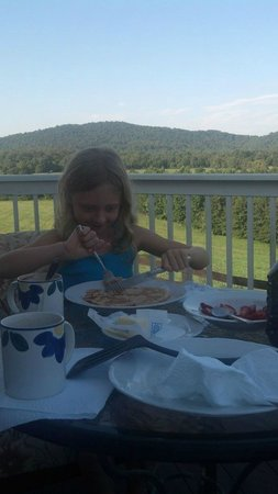 Fairhill Farm: Pre-hike breakfast on the porch.  Also a great place to view sunset.