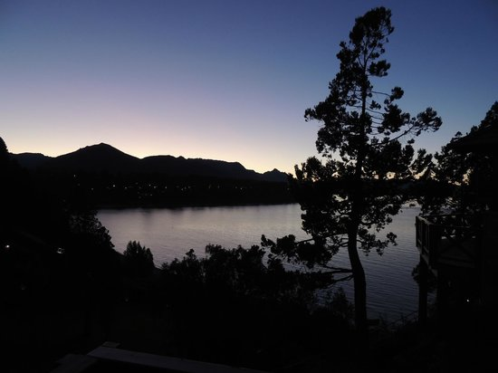 Charming - Luxury Lodge & Private Spa : Anoitecer do Lago Nahuel Huapi.