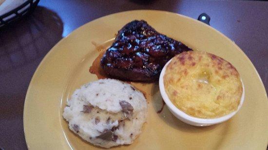 Calhoun's Gatlinburg: BBQ Steak, corn pudding, mashed potatoes