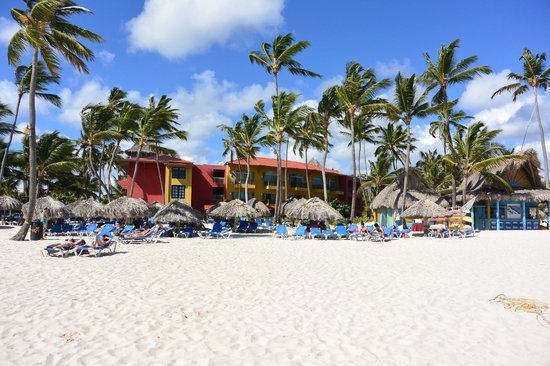 Tropical Princess Beach Resort & Spa : L'hôtel vu de la plage