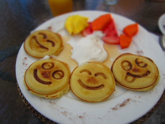 La Mansion Inn : Happy, and delicious, pancakes for breakfast (complimentary)