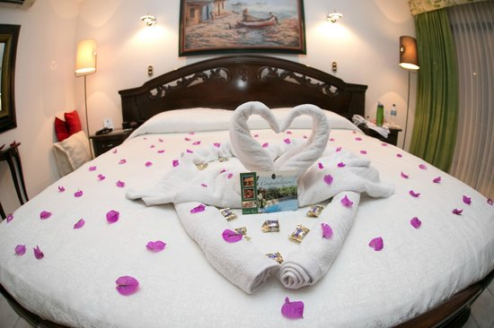 La Mansion Inn : The towel art for our wedding night