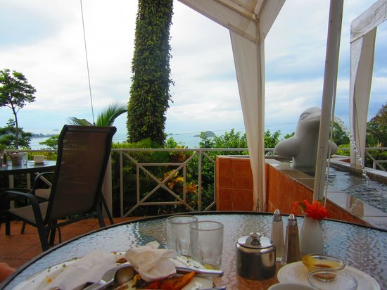 La Mansion Inn: The breakfast area