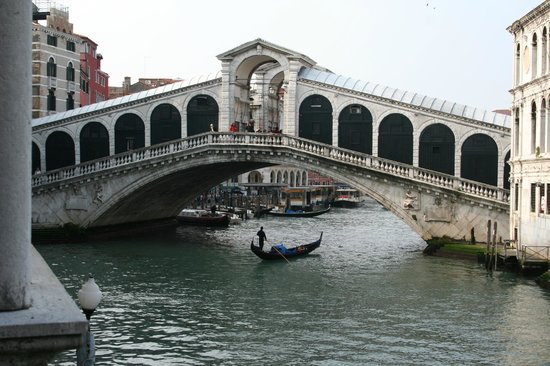 Al Ponte Antico Hotel : View to the left from balcony