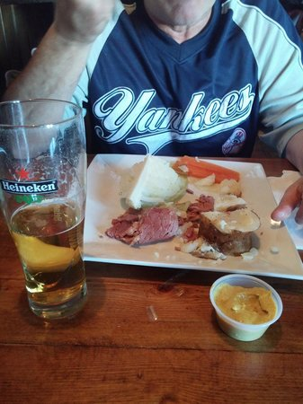 Hanafins Public House: Corned Beef and Cabbage meal