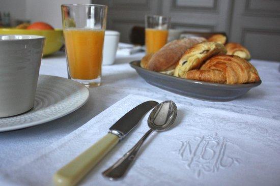 L'art de vivre bed and breakfast : Le petit déjeuner dans le salon