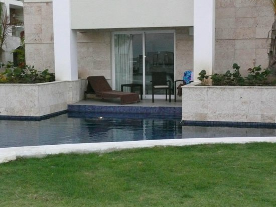 Royalton Punta Cana Resort & Casino: Loved my swim out room!