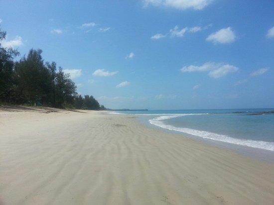 Natai Beach Resort & Spa, Phang-nga: The beach