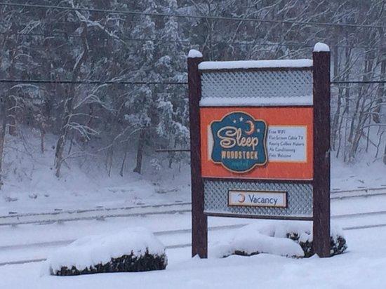 Sleep Woodstock Motel: Come Ski, we've got lots of snow