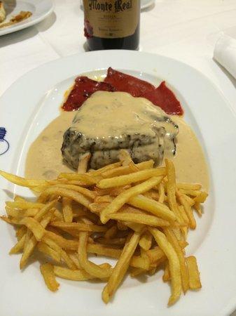 La Bombi: Delicioso solomillo con salsa de queso, para comerse el plato !
