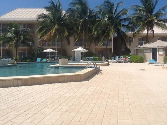 Holiday Inn Resort Grand Cayman: pool view