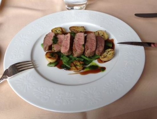 Rotisserie : Lamb loin with portwine souce, grilled potatoes & jack beans