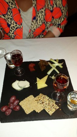The Hare and Hounds Hotel: Cheese course,  fantastic food