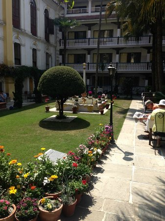 Kathmandu Guest House: Central Courtyard garden