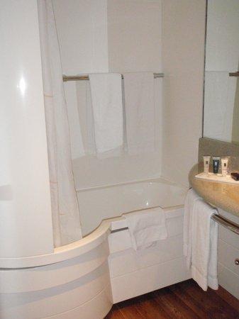Hotel les bains d'Arguin : salle de bain  chambre exécutive