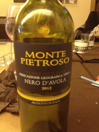 Nuccia E Lina: Vino Siciliano.... muy bueno.
