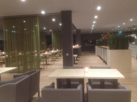 Best Western Plus Rotterdam Airport Hotel : New restaurant seating March 2014. I'm sat in booths that have power for laptop etc. nice place