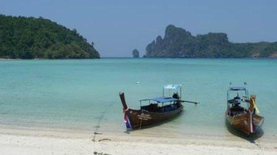 Phi Phi Island Cabana Hotel : Dalum by near hotel back side