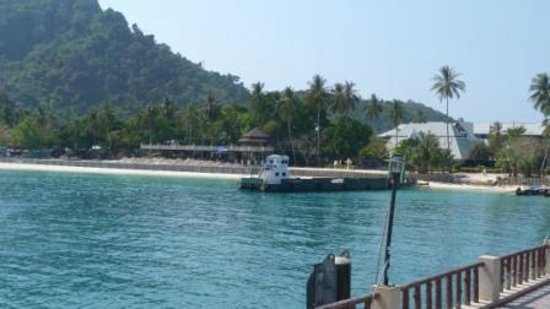 Phi Phi Island Cabana Hotel : Hotel front from the pier