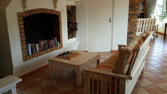 Mountain View Manor Guesthouse, Sandbaai: Upstairs lounge area