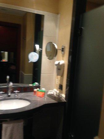 NH Napoli Ambassador: バスルーム