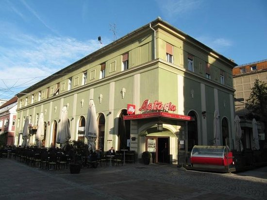 Astoria City Cuisine: The oldest coffe place in Maribor - EzlEk.