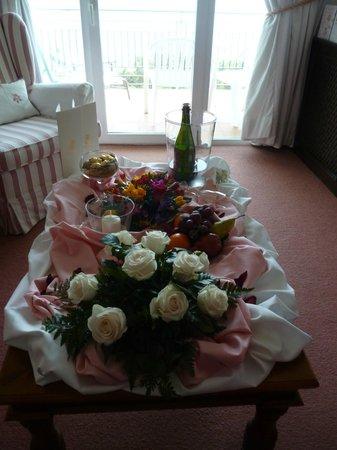 Hotel BonSol Resort & Spa: Room decoration for Golden Wedding Anniversary