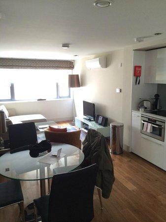 Fraser Residence City: Living / Kitchen area
