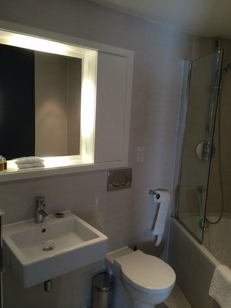 Fraser Residence City: Bathroom