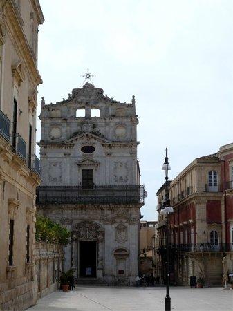 Duomo di Siracusa: Chiesa nella piazza