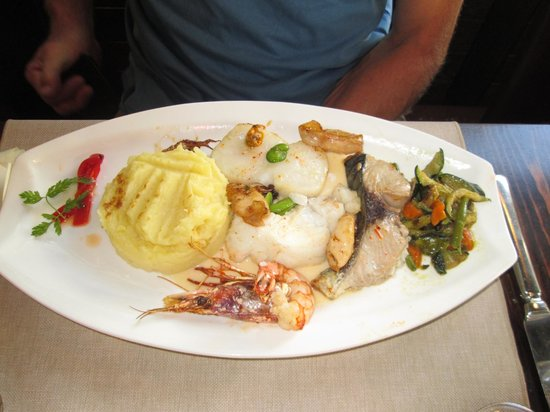 Le Pim'Pi Bistrot : parillada de poissons
